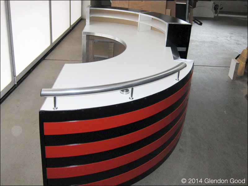 reception.desk.end