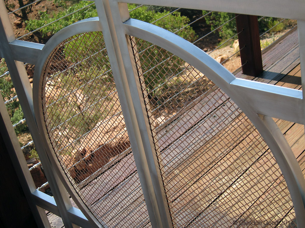 curving metal gate