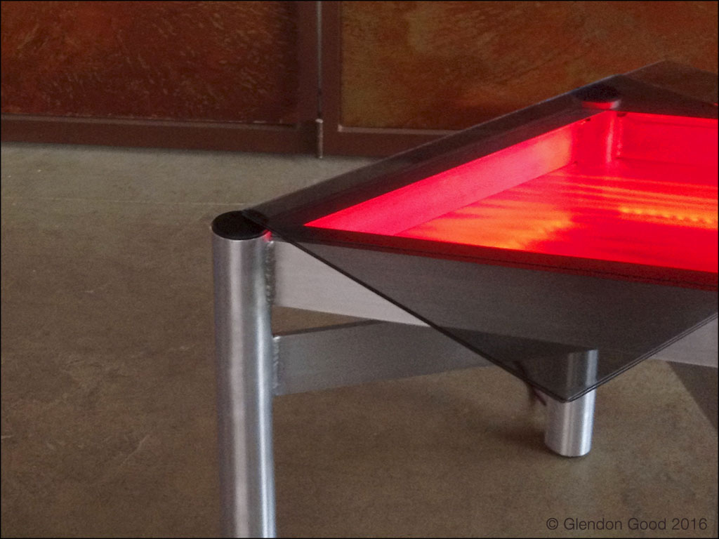 Led lighted table glendon good - Table basse a led ...